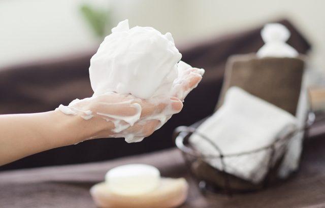 冬なのに顔がベトベト?その原因のほとんどは肌の乾燥によるもの!オイリー肌でも必要な乾燥対策まとめ